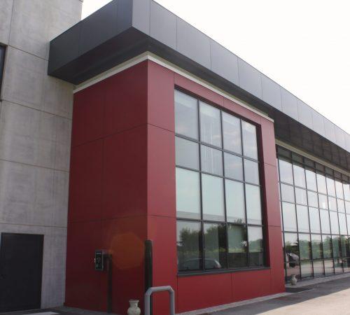 facciata in vetro edificio
